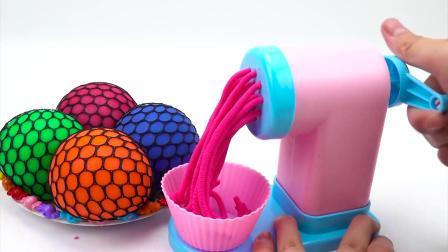 压力球放进面条机器,变出各种颜色的面条,启蒙动画