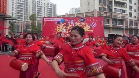 来凤县教育城惠民超市开业