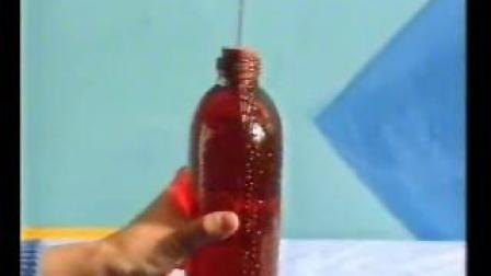 微视频:玻璃瓶发生微小形变