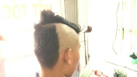 老式剃刀刮莫西干头