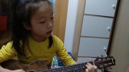 6岁囡囡吉他弹唱李健作品《传奇》