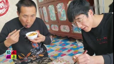 大碴子粥、芥菜疙瘩,东北咸鸭蛋直冒油;农民素肠子,大酱拌咸菜