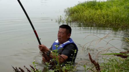 100斤大鱼拖李大毛入水,越来越远