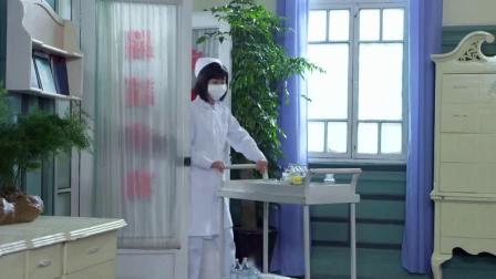 共产党假扮女护士,突然被日本军官叫住,立马紧张起来