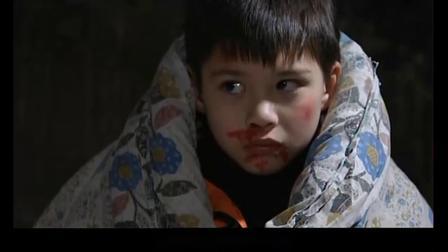影视小孩被人贩拐卖到农村,看到邮递员就飙英文求救,真机智