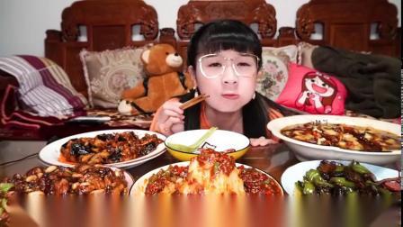 小猪猪宅家自制一桌川菜,火山土豆泥、水煮鱼、鱼香茄子宫保鸡丁各个下饭!