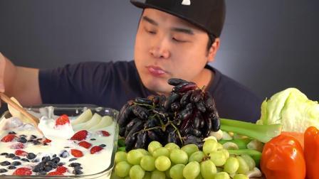 【韩国吃播】新鲜草莓、蓝宝石葡萄,青葡萄、香蕉、蓝莓、酸奶