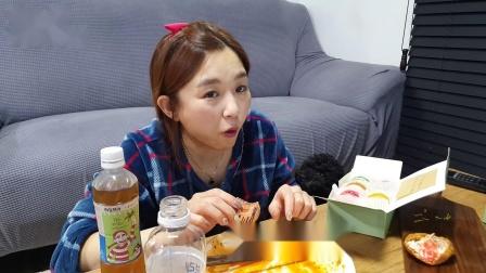 [Hamzy吃播] 火鸡面&各种油豆腐寿司★饭后甜点 马卡龙