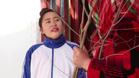 童年短剧:植树节黑妞和妈妈一起去植树,还给小树苗浇水,真懂事