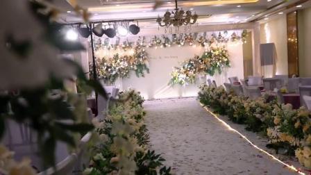 音乐收藏了很久了终于用上了厅高2.5米看我们如何布置香槟婚礼自贡婚礼布置
