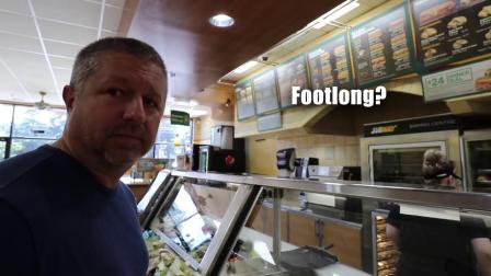 How to Order Food at a Restaurant in English-uUMPULuwdLI.mp4