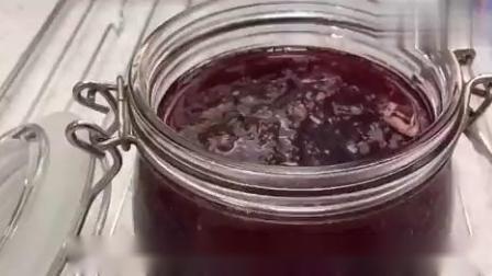 做草莓酱时加一颗柠檬,味道超级棒!赶紧get这个做法.mp4