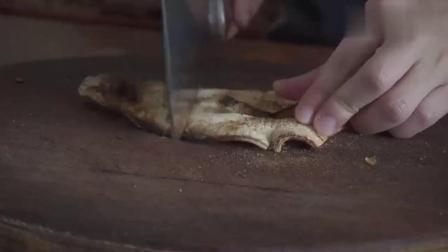 干鱿鱼这样做,居然这么好吃,不用烤不用炸,上桌瞬间抢光.mp4