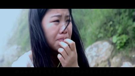 女子被两个男人,来到荒岛上开始了悲惨的生活.mp4