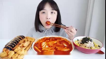 动手吃美食:吃美味奶酪年糕 芝士球.mp4