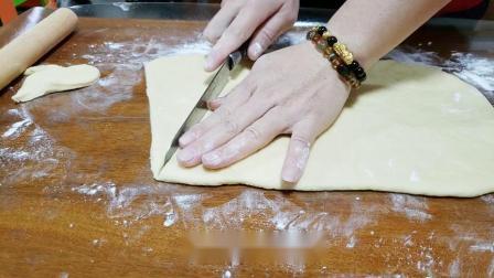 想吃牛角包在家也能做,做法简单蓬松暄软,奶香浓郁,非常美味.mp4