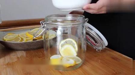 清凉养颜之柠檬百香果饮,不好喝你来打我,柠檬百香果蜂蜜的做法.mp4