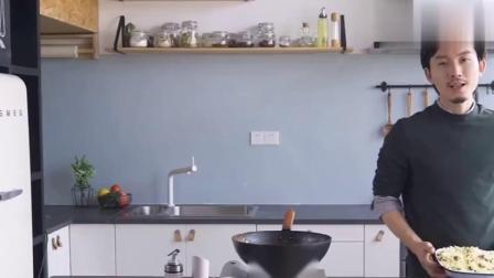 焗饭的做法,看一下就会做的咖喱芝士海鲜焗饭,芝士就是力量!.mp4