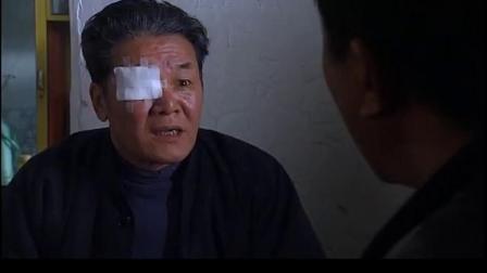 便衣通过路边摊找到瞎眼大叔,可这大叔一看就知道在撒谎