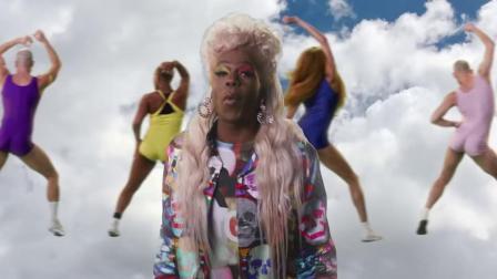 [杨晃]美国女歌手Kesha全新单曲Chasing Rainbows