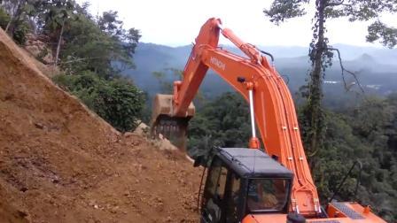 日立Zaxis 350 LCH挖掘机在矿山工作