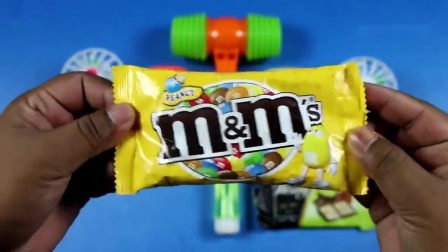 学习颜色和尺寸与玩具站风扇.mp4