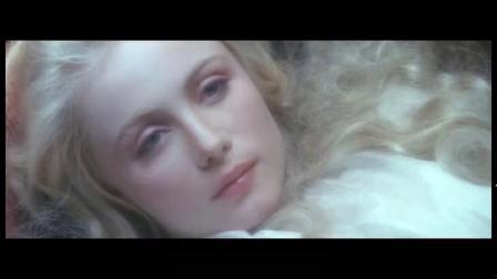 天使坠落人间,人们只想利用她来满足自己的私欲,人性竟如此丑陋.mp4