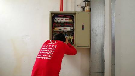 广州招电瓦工学员装饰装修工程有限公司5年专注于室内装修高级技工培养,现开设专业:瓦工培训,水电工培训,贴瓷砖培训,木工培训,电工培训,贴壁纸培训