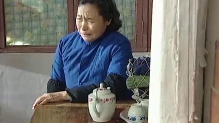 秀水街:儿子做了三年牢回来,老母亲痛哭不已,儿子不由红了眼.mp4
