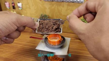 """世界最小的""""迷你""""蛋糕,一块只有指甲盖大,一口能吃掉一箱!.mp4"""