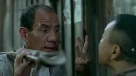 绝境逢生:老万自制手雷炸鬼子,不料却被潘长江破坏了,太搞笑了.mp4