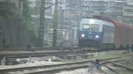 HXD1货列(时速102.7km/h 外挂两节工程绿皮车)