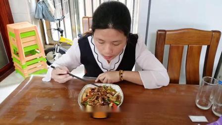 学做这道鲜嫩爽口的炒章鱼,操作简单又好吃,大人小孩都爱吃.mp4