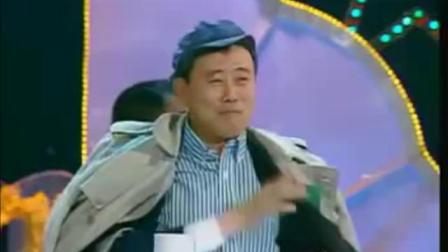 1 第1期 《与赵本山唱双簧》_标清