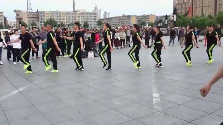 广场鬼步舞《山谷里的思念》0基础怎样学习鬼步舞 鬼步舞教学班 大爷鬼步舞入门教学视频 经典歌曲流行舞步