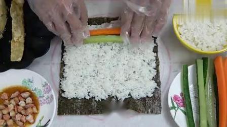 喜欢吃寿司的记得收藏,搭配煎蛋和虾仁的做法超好吃!.mp4