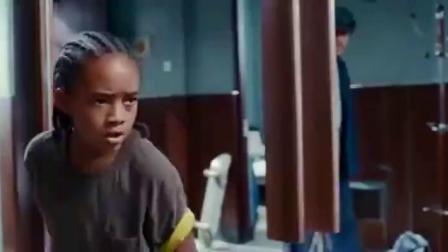 功夫梦:维修工去修热水器,看到男孩在学功夫,一眼看出男孩的伤.mp4