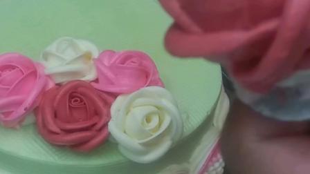 每朵玫瑰都很美哦  这款蛋糕送到妈妈婆婆 快收藏起来