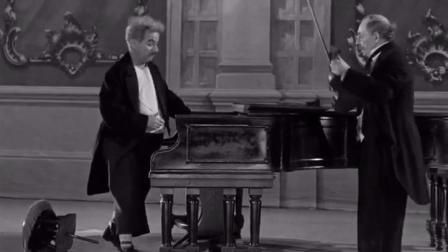 断弦不要凑太近哦。1952年《舞台生涯》查理.卓别林与巴斯特.基顿 片段.  博君一笑。