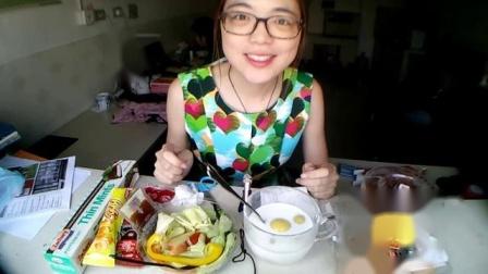 吃播小白(杂食记+碎碎念)金瓜燕麦汤圆+蔬果沙拉+小伙伴投食的山楂和进口巧克力