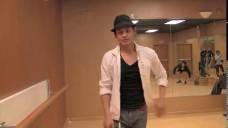 How to Moonwalk Correctly - Michael Jackson Dance.mp4