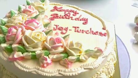 原来蛋糕上的奶油玫瑰是这样做出来的,太考验裱花师的技术了
