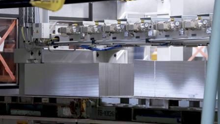 最新伺服冲压线/德国奔驰不莱梅工厂