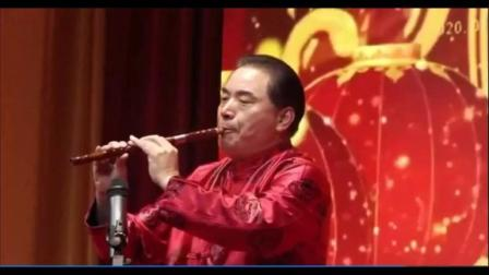 著名笛子演奏家罗新铭在广东省兴宁商会年会上(清远市)笛子独奏《挂红灯》