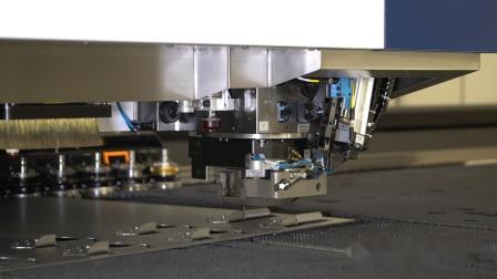 通快TRUMPF:复合机上的集成工艺-汽车座椅倾角调节部件.mp4