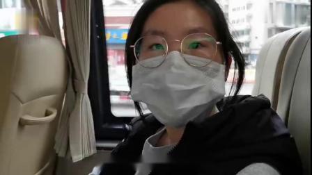 """福州初三复课,学生乘""""定制公交""""上学 via@一手video"""