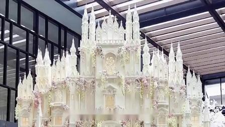 世界上最大的蛋糕,高度超过3层楼,贫穷限制了我的想象