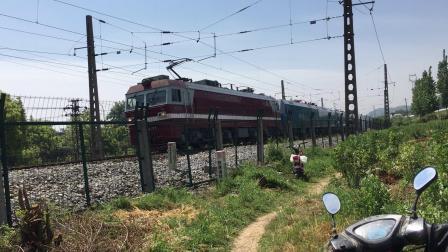 武局襄段SS6B牵引57030次回送浩吉铁路蓝精灵快速通过接近焦柳上行襄阳南站