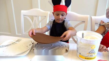 萌娃小可爱们一起做蛋糕,小家伙真是厉害,我可是专业的!
