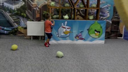 萌娃小可爱来玩蹦床小家伙可真会玩萌娃跳的好高啊